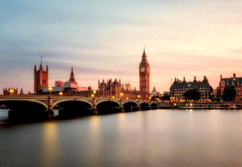 ロンドンのおすすめ観光スポット ビッグベン 英国会議事堂ビッグベンと国会議事堂 Palace of Westminster