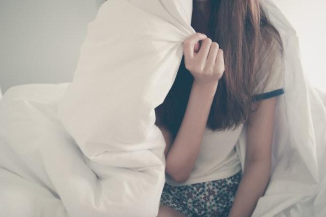 ベッド 女性