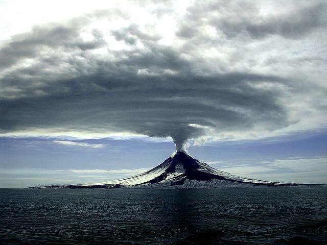 火山 噴火 ボルケーノ 世界