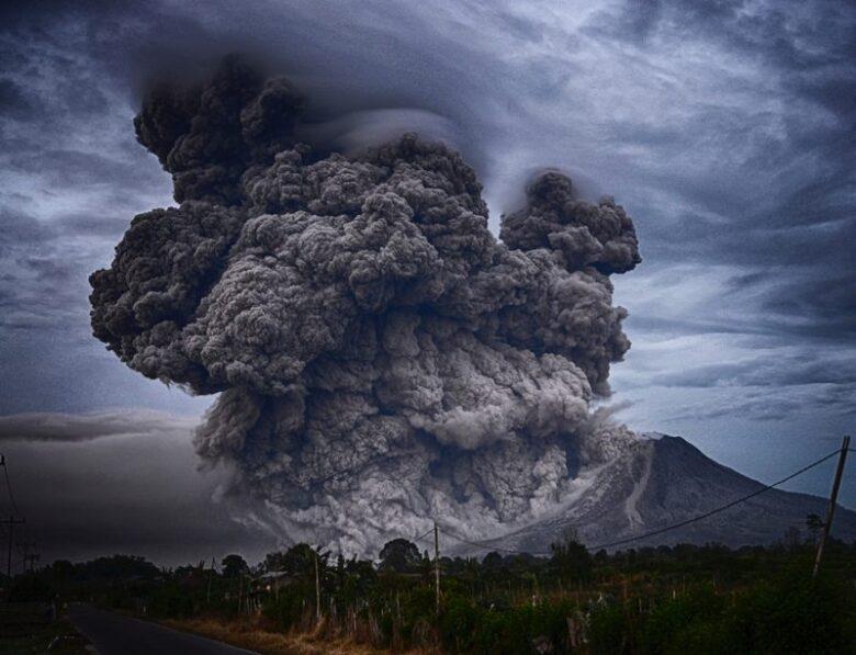 シナブン山 噴火 火山 インドネシア